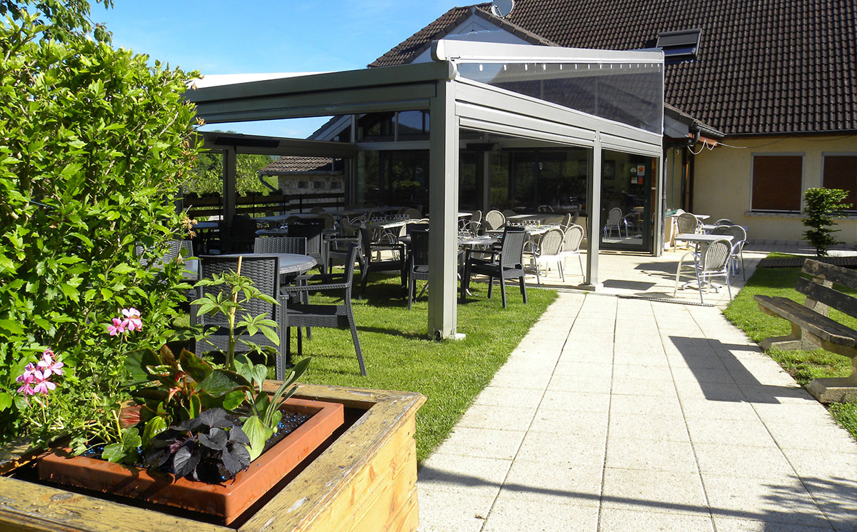 Déjeuner en terrasse à l'Auberge de Buffard - Restaurant Doubs